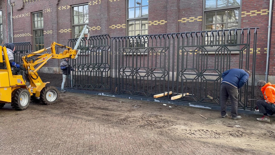 Placing of steel fence at Bensdorp Bussum