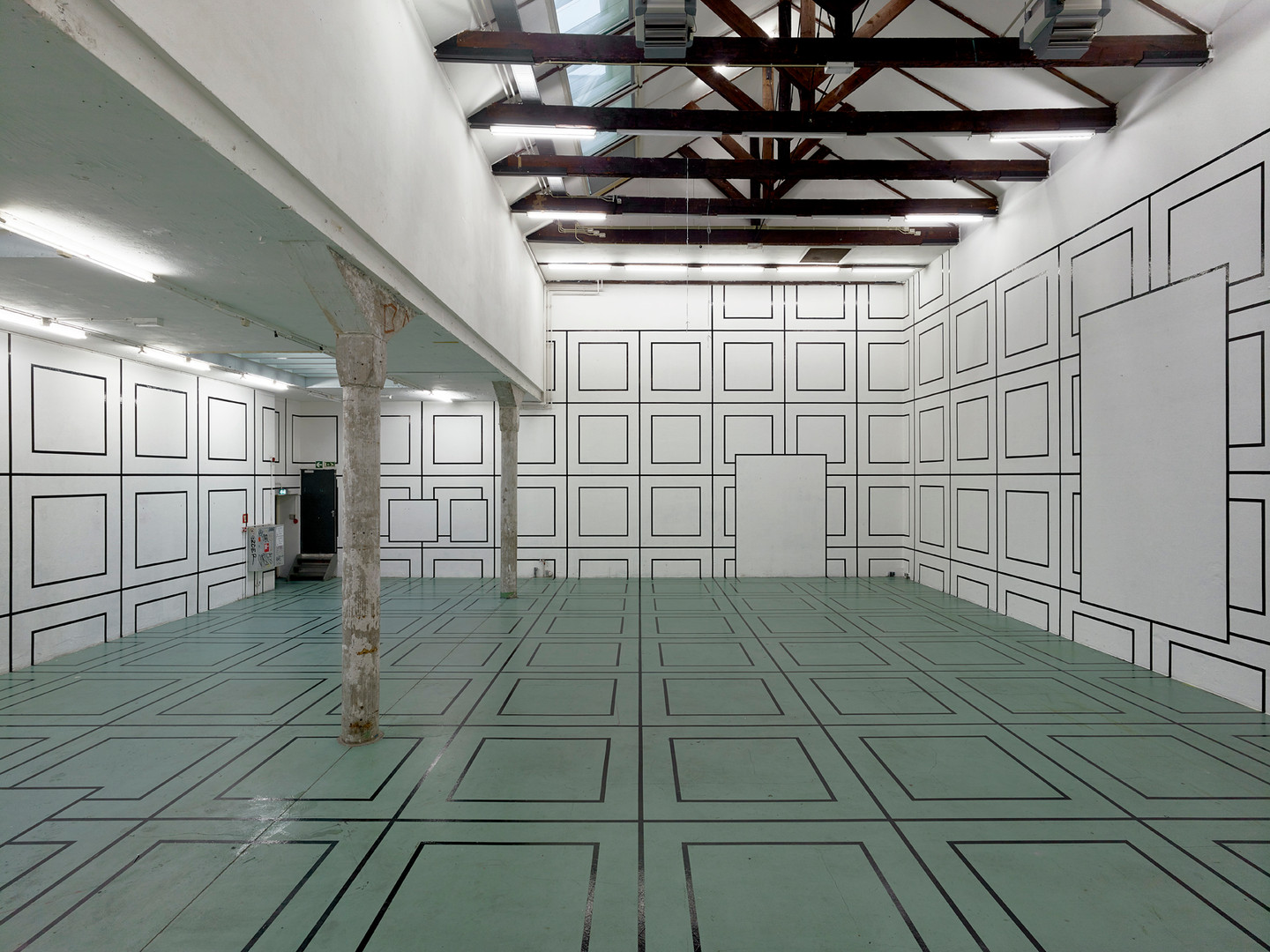 W139 Large grid mural on walls and floor Aam Solleveld