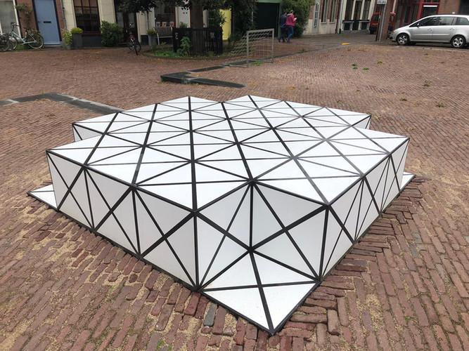 Squares_def02K.jpgSquares door AamSolleveld in opdracht van de bewoners en de gemeente Deventer