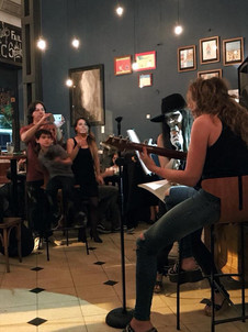 Cantantes: Sol y Juli