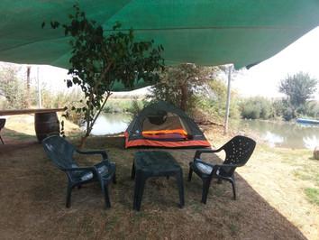 אוהלים על המים