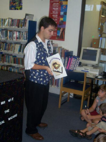 mr wiz the magician motivates children to read in his magic shows for libraries