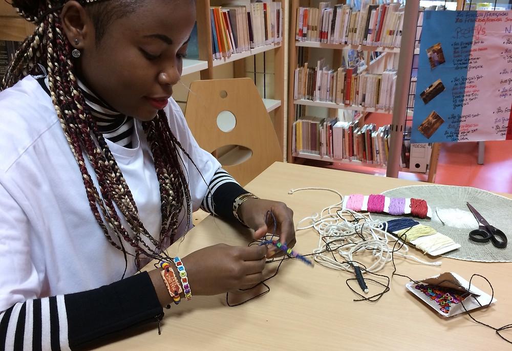 Confection de bracelets africains au lycéen jean rostand roubaix