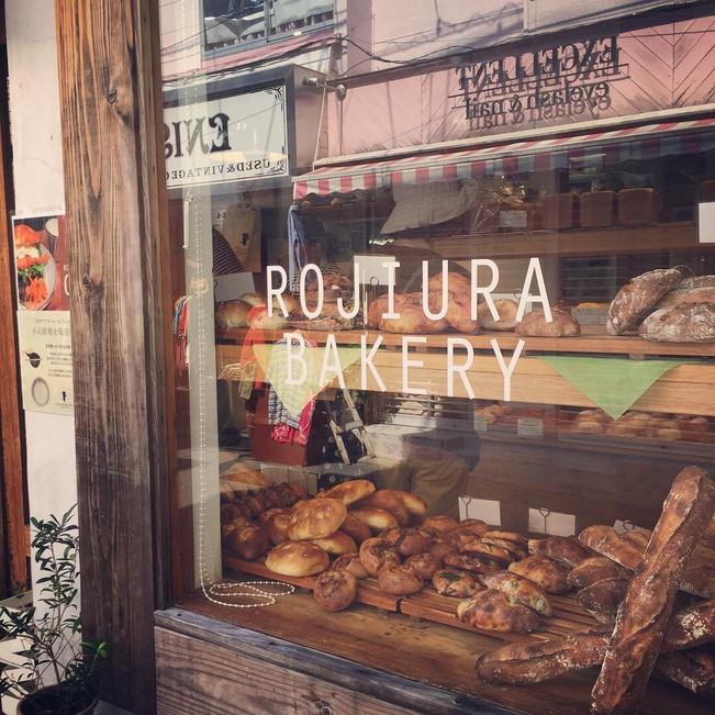 西新にある小さな人気店 ロジウラベーカリー