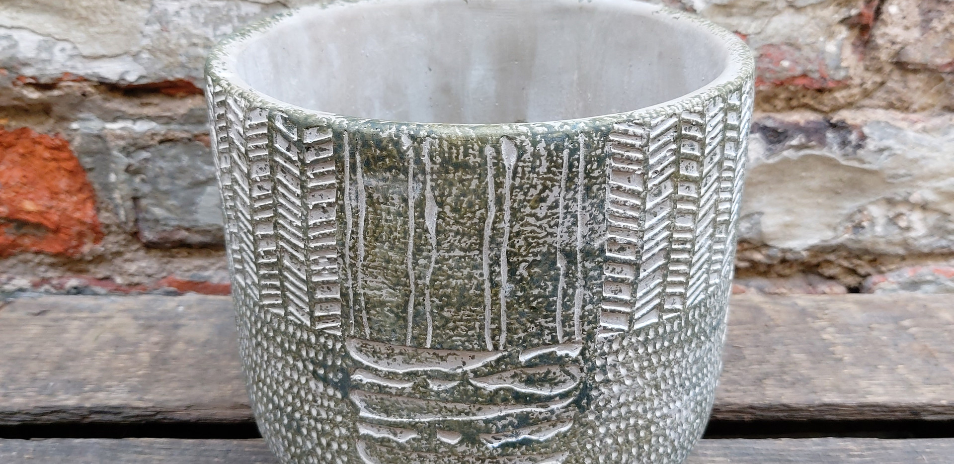 Grey textured pot