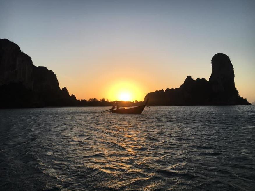 Voyage organisé en Thaïlande, Following John