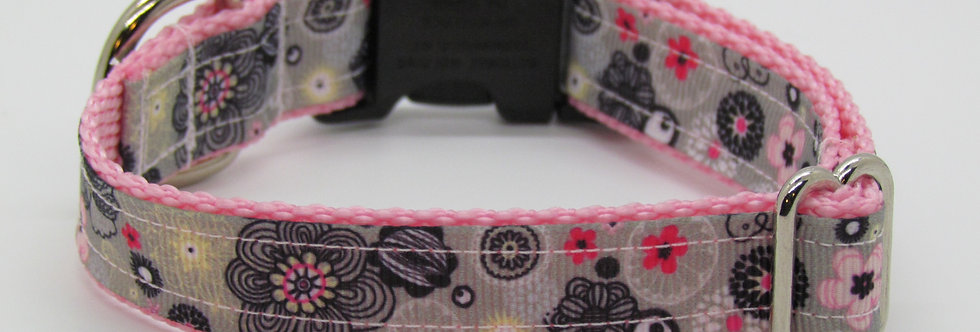 Small Pink and Gray Flowers Dog Collar