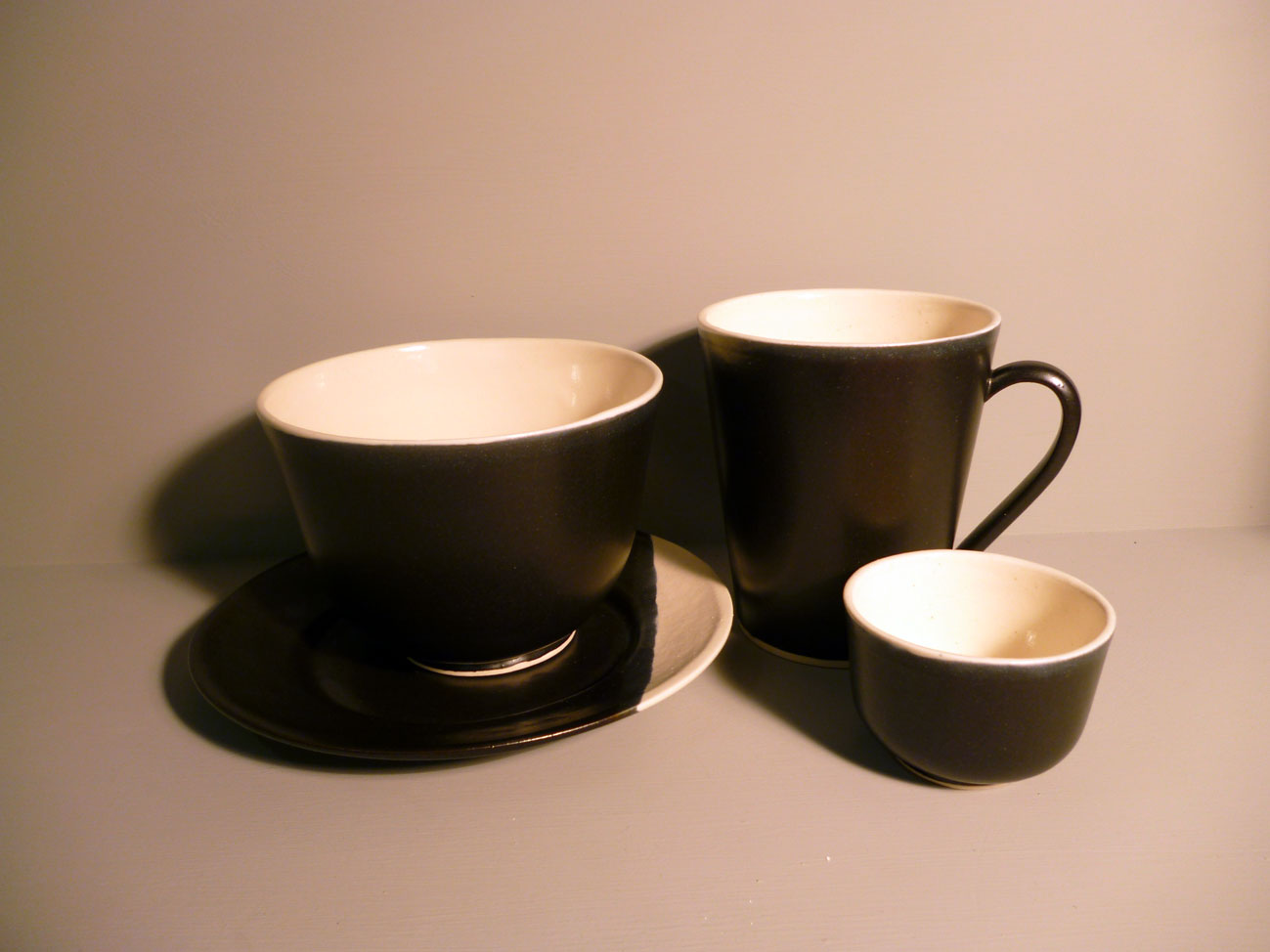 Bell-Bowl-Dining-Set-in-Graphite-Black