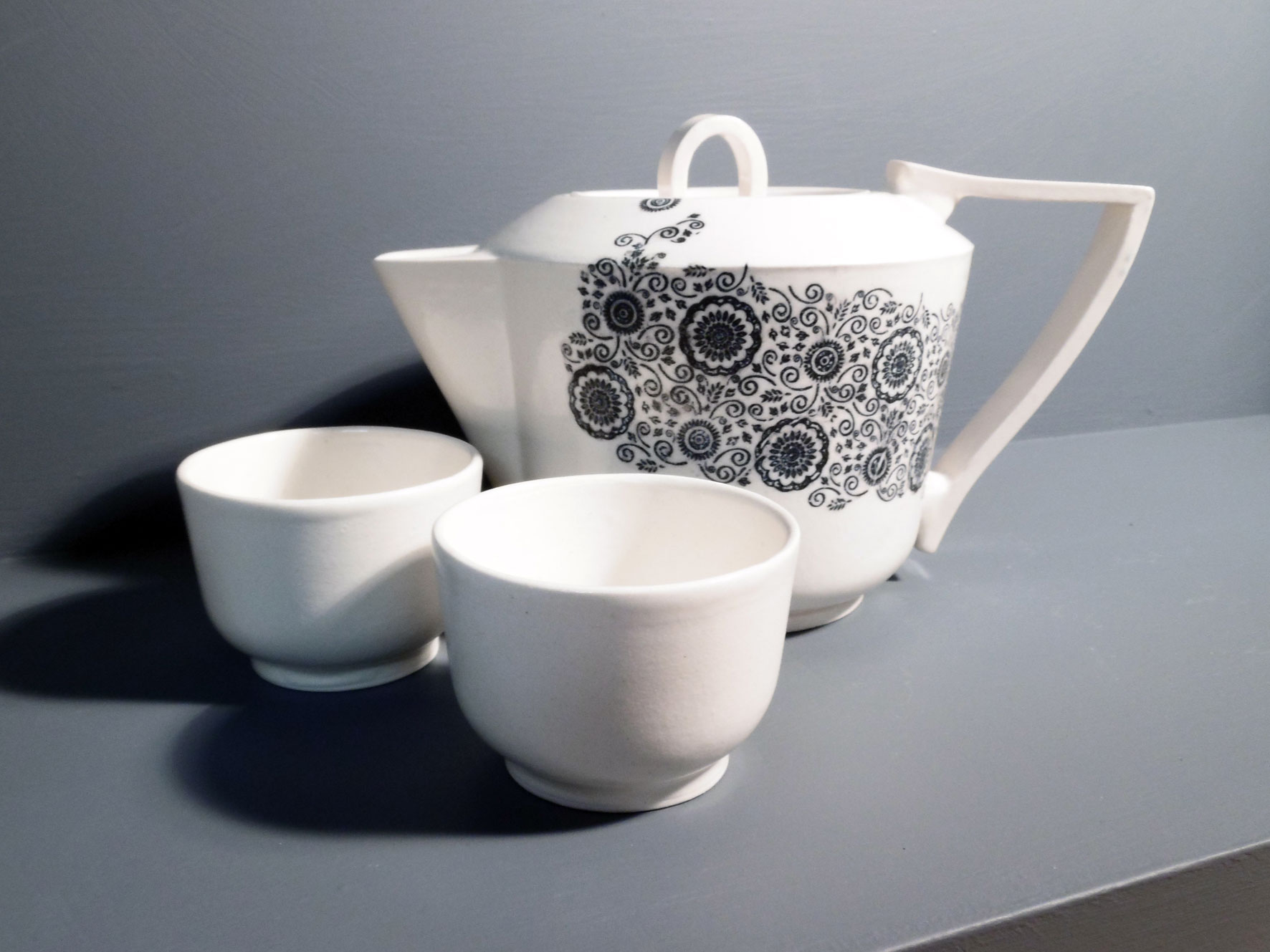 Teapot-and-Tea-Bowls-Lace-Decal-e