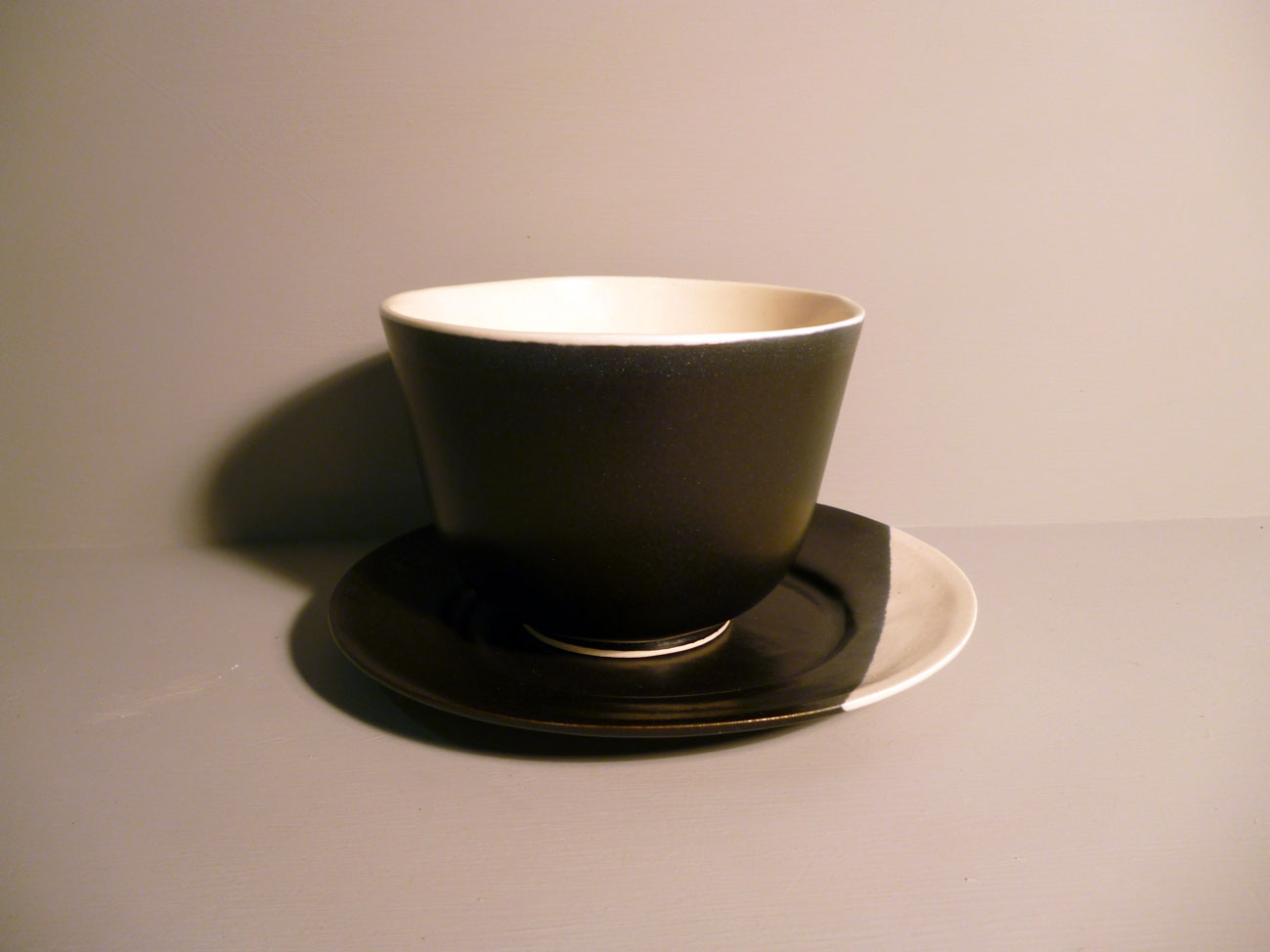 Bell Bowl and Plate Set in Graphite-Black