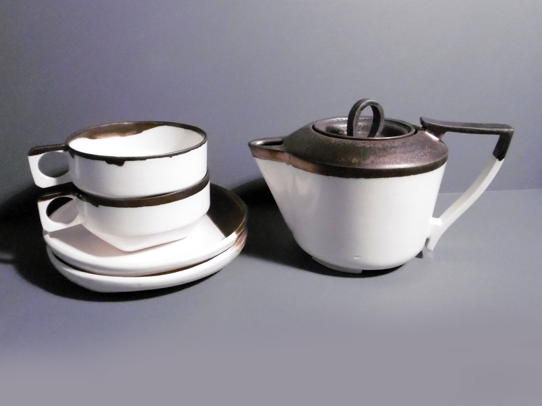 Teapot-and-2-cups-and-saucers-in-bronze-rim-a