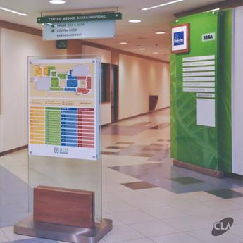 Wayfinding com cores vibrantes em ambientes hospitalares