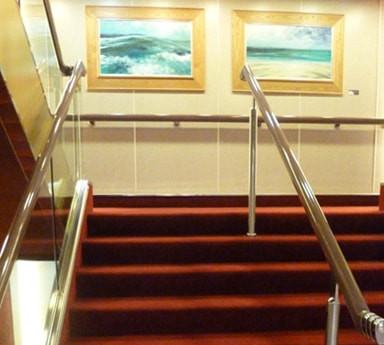 Escadaria codificada por cores.