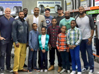 Chester Pitts teams up with Houston Texans players at Costco to take single fathers and their famili