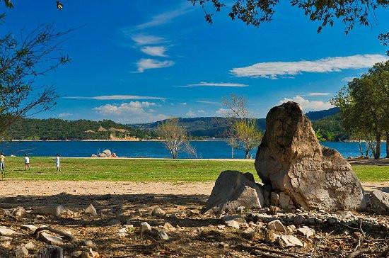 Lac de darnius à 20mn du camping