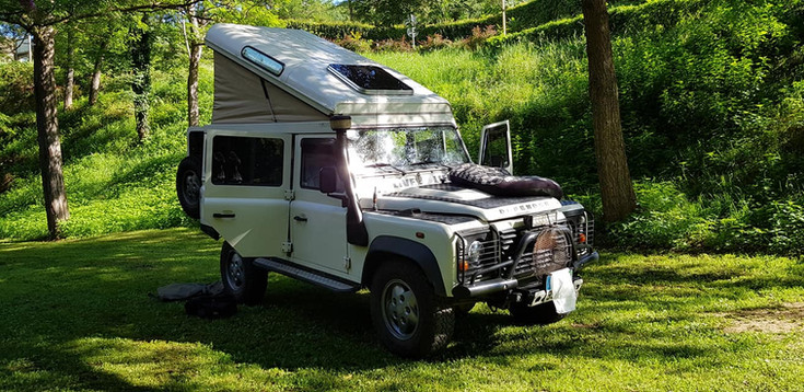 4X4 Défender in Camp