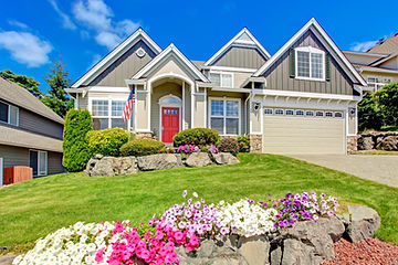 house-with-curb-appeal-landscaping