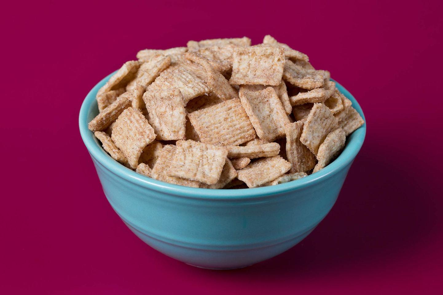 cinnamon-cereal-blue-bowl-hot-pink-backg