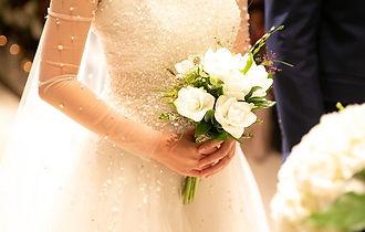 花嫁の美しい立ち居振る舞い