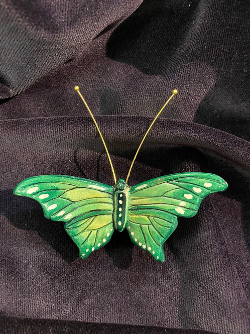 Wide wings in green