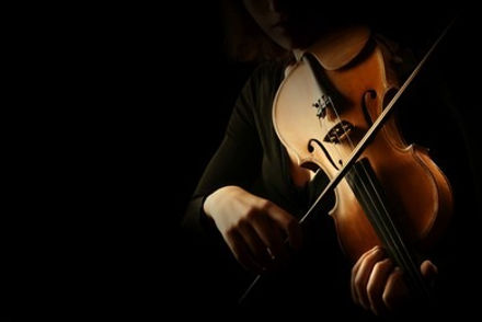 violin-player-violinist-hands-playing-260nw-1135767536_edited.jpg