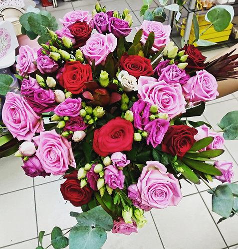 Лизиатусы с розами