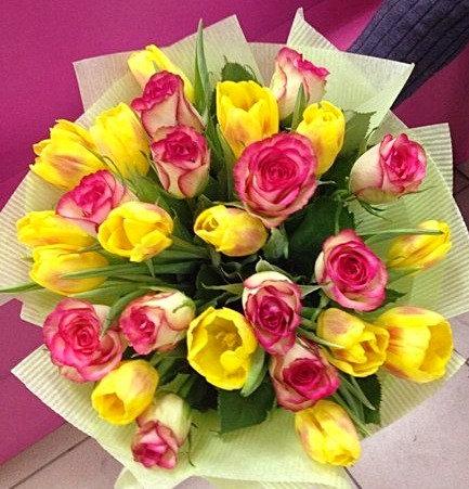 Розы с тюльпанами