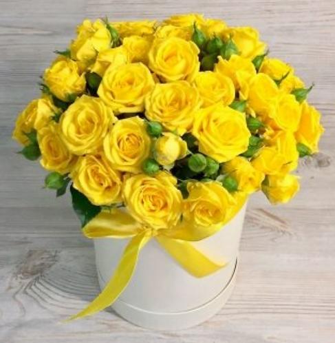 Шляпная коробка с желтыми розами