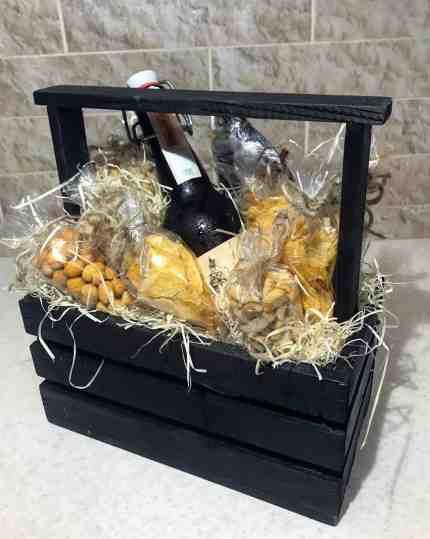 Коробка с орехами и пивом