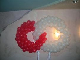 Два кольца из воздушныз шаров на свадьбу
