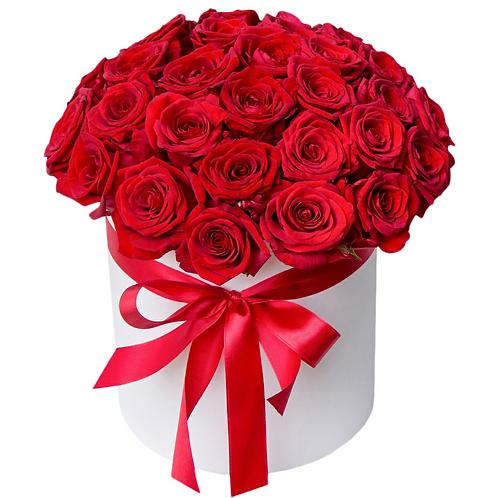 Красная роза в шляпной коробке
