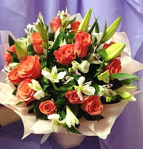 Букет розы с лилиями