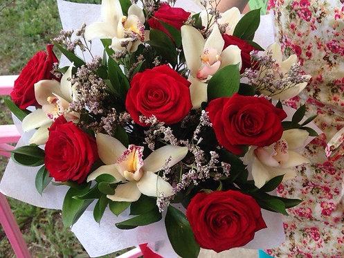 Розы с орхидеями