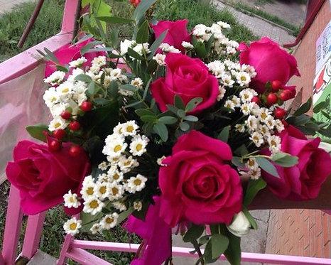 Роза с сантини