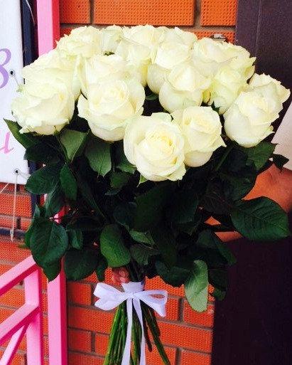 19 российских белых роз