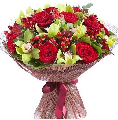 Розы с орхидеей