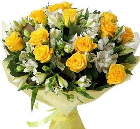 Желтые розы с альстремерией