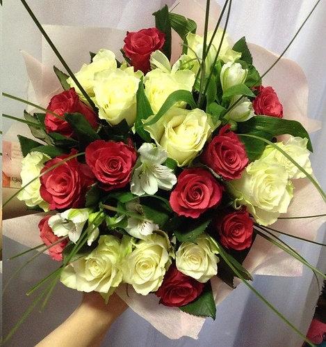 Розы с альсртремерией