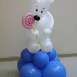 Мишка из воздушных шаров с палочкой ледянцом