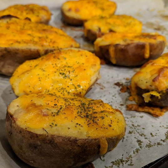 Twice baked potatoes!! 😍 Haven't made t