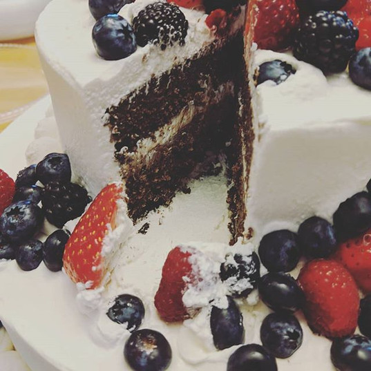 Keto chocolate wedding cake. 🍰 Recipe a