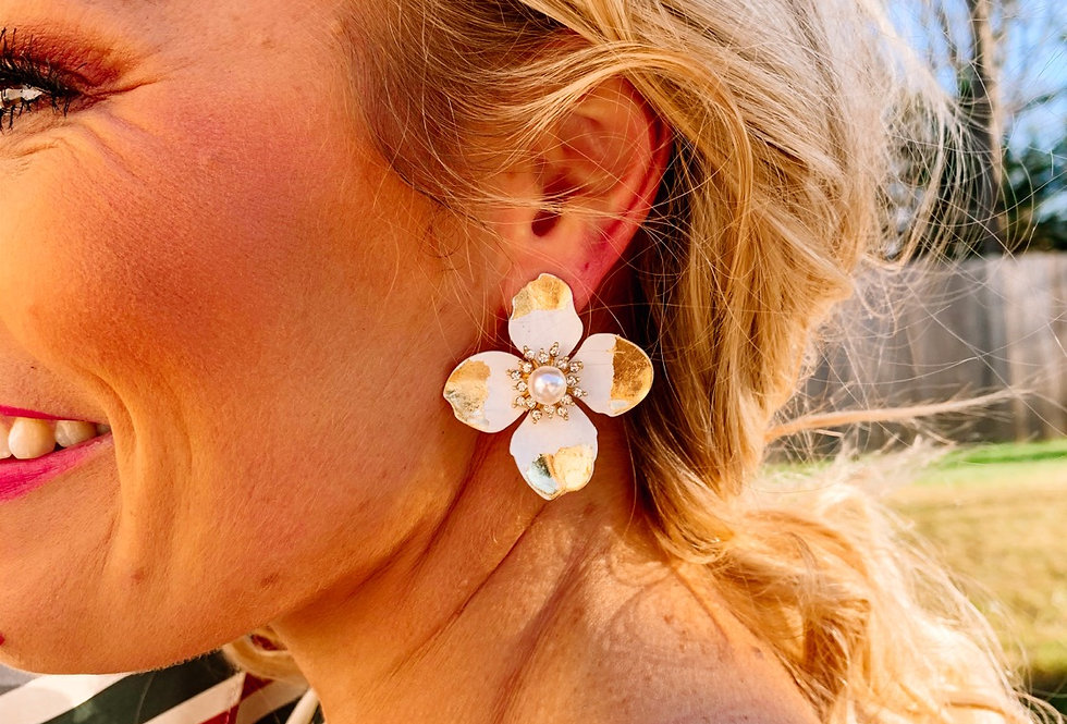 YOU'RE SO PEARLY- white flower pearl earrings