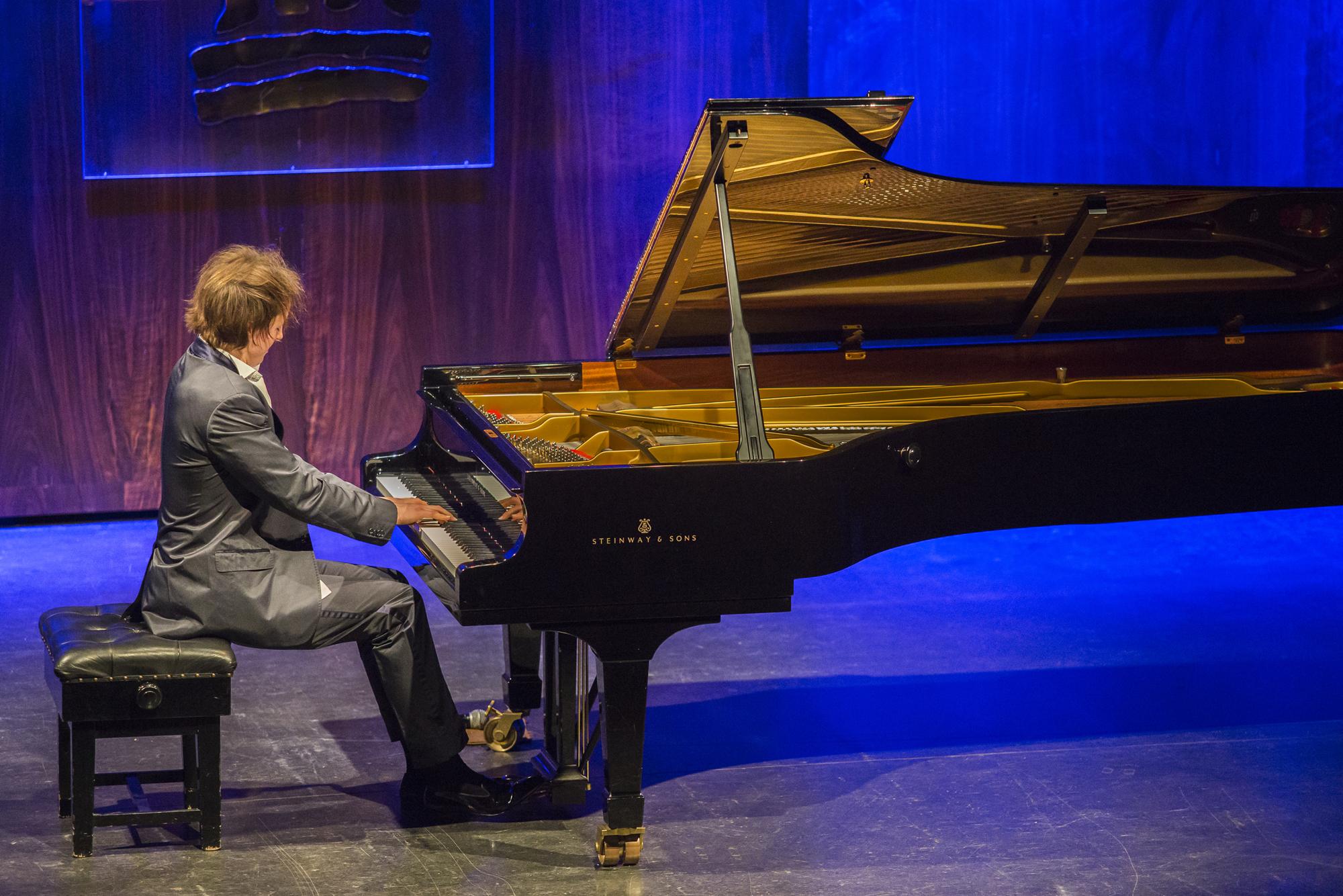 Oliver Poole at Al Bustan Festival 2015