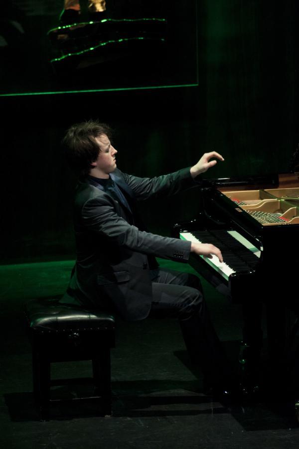 Oliver Poole at Al Bustan Festival 2013