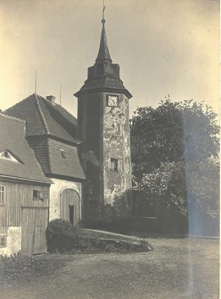 Turmhaus mit Toreinfahrt