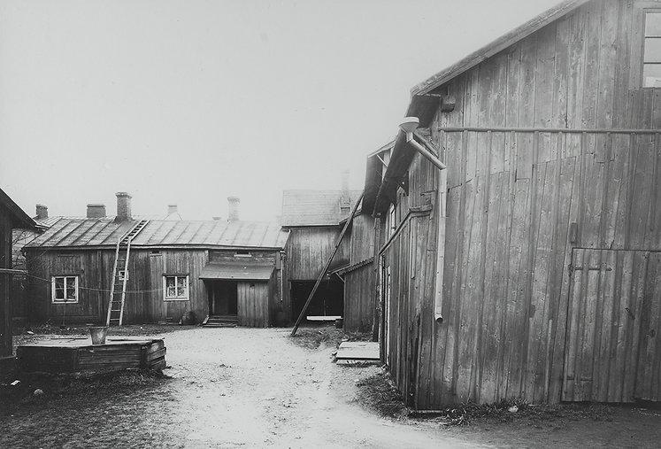 Linnankatu 29 sisäpiha vuodelta 1914.