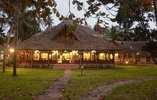 Village-restaurant-ext
