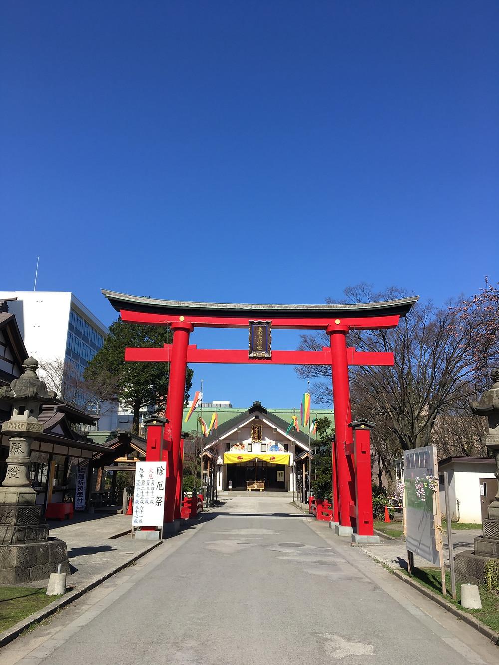 写真は青森駅近くの善知鳥神社。