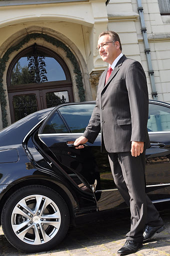 Long Island Airport Car, Limo, Taxi Services To From JFK-LGA-ISLIP-EWR-NYC- Westchester - Hamptons