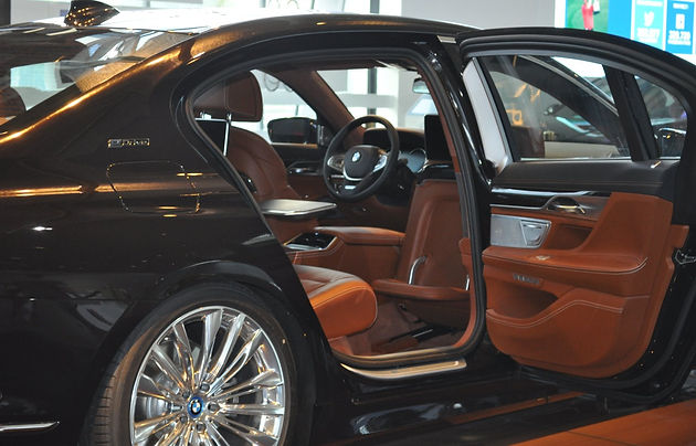 BMW's flagship model V12 is incredible luxury, but at a price!